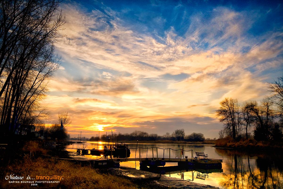Göl manzaralı bir duvar kağıdı nature is tranquillity