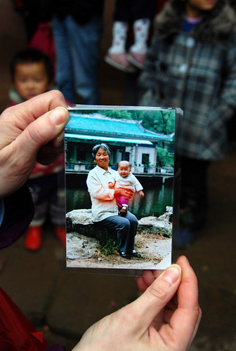 Early photo of Na Fei and Mama Zhu