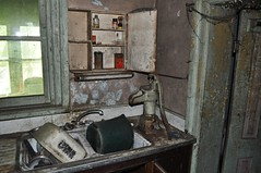 mercury house (Aces & Eights Photography) Tags: abandoned decay oldhouse abandonedhouse abandonment ruraldecay