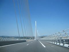 Rouler le Viaduc de Millau (doevos) Tags: france viaduct normanfoster frankrijk brug tarn a75 millau viaduc aveyron e11 millauviaduct viaducdemillau lamridienne michelvirlogeux brugvanmillau aveyron12