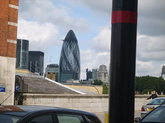 London, 30 St Mary Axe (The Gherkin) - Tower Bridge Road (ZacharyKent) Tags: city england london geotagged interesting europe unitedkingdom officebuilding 2007 highrisebuilding wikimapia interestingplace samsungdigimaxs800kenoxs800