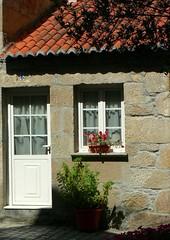 Casita de Rianxo (Kikamen) Tags: espaa flores ventana casa arquitectura puerta corua galicia tradicional lacorua galega rianxo