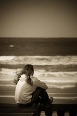 melancolia (idlphoto) Tags: sea man sepia mar waves vignette olas melancolia canon70200f4lis idlphoto