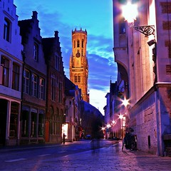 Wollestraat (MPBecker) Tags: street light colors night nikon streetlight long exposure belgium belgique belgie strasse brugge belfry coolpix bruges belfort p90 belgien straat golddragon abigfave colorphotoaward wollestraat mattbecker saariysqualitypictures mattpbecker