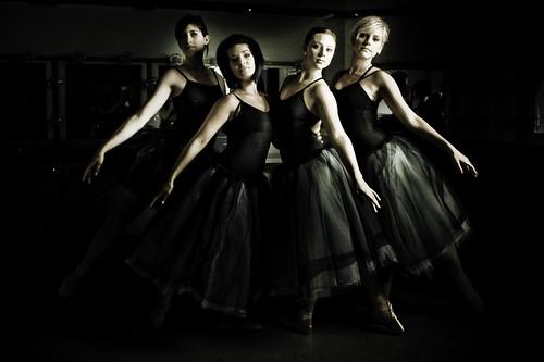 フリー画像| 人物写真| 女性ポートレイト| 白人女性| バレエ/バレリーナ| 集団/グループ| 黒色/ブラック|     フリー素材|