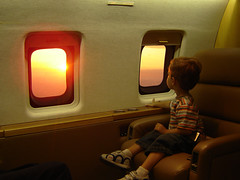Canadair Bombardier CL-600-2B16 (Boris Forero) Tags: sunset fly flying kid ecuador aircraft avión manta guayaquil bombardier semt segu borisforero canadairbombardier n808g