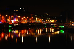 Ha'penny colours (Alan Wrights) Tags: bridge ireland dublin reflection alan night river long exposure scene liffey wright hapenny