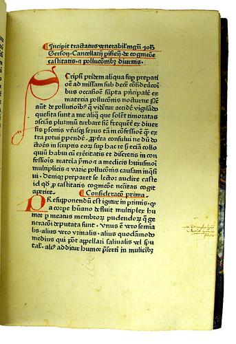 Annotations and coloured initial in Gerson, Johannes: De cognitione castitatis et de pollutionibus diurnis