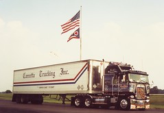 1989 OHTP under Flag (Highway Hank) Tags: ohio truck trucks trucking ohioturnpike kenworth cabover aerodyne kenworthk100 kenworthcabover kenworthaerodyne kenworthk100caerodyne caboveraerodyne