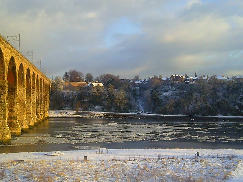 The ice sheets on River Tweed morning of 6 Jan 2010