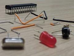 Componentes do standalone #3 (arduinolabs) Tags: led resistor cristal arduino atmega standalone