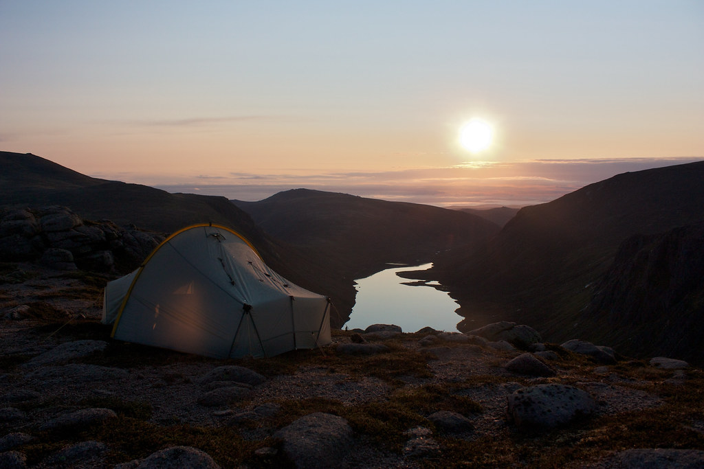 Scarp 1 at sunrise above Loch Avon