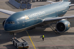 VN-A149 Vietnam Airlines B777-200 Frankfurt Main (Vanquish-Photography) Tags: photography ryan aviation railway taylor vanquish vanquishphotography