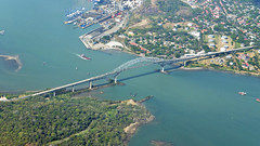 canal and bridge (Bernal Saborio G. (berkuspic)) Tags: panama bridge puentelasamericas panamacanal ship