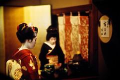 with downcast eyes (moaan) Tags: leica 50mm kyoto dof bokeh f10 maiko geiko geisha utata  kitano noctilux tradition 2009 leicam7 odori m7     kaburenjo kitanoodori   japanesetradition  leicanoctilux50mmf10 otemae ichimame kodakektachrome400x    kamishichikenkaburenjo ichimomo  ochaseki giltfoldingscreen gettyimagesjapanq1 gettyimagesjapanq2