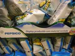 Display de material reciclado