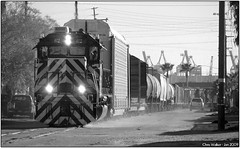 McFarland Head First 01 - Wilmington (Chris Walker (chris-walker-photography.com)) Tags: life street photography photo losangeles interestingness interesting nikon diesel january tracks picture trains explore machines wilmington nikkor phl nikondigital 2009 locomotives blackandwhitephotography mpi nikkorlens frieght laharbor chriswalker losangelesharbor nikkor1855 streetrunning nikond60 pacificharborline mcfarlandstreet californiatrainscom phl62 losangelesrailroadingphotography chriswalkerphotography