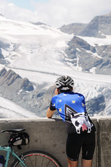 Lance incocnito @ gornergrat switzerland (Toni_V) Tags: alps nature bicycle landscape cycling schweiz switzerland suisse gornergrat alpen wallis 2009 bianchi valais assos d300 gornergletscher toniv dsc1550 090815 backofacowcyclingshirt