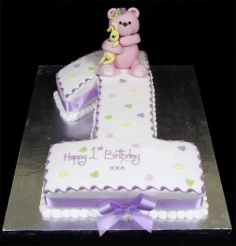 002578 Figure One Birthday Cake with Bear Model