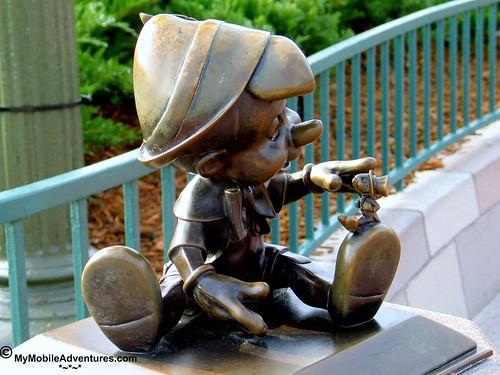 IMG_0064-WDW-MK-Pinocchio-Jiminy-Cricket-bronze