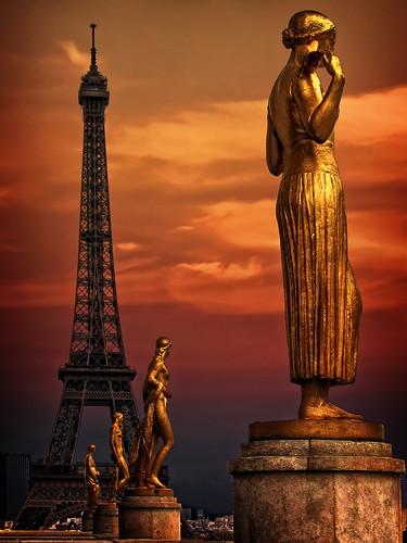 フリー画像| 人工風景| オブジェ| 彫刻/彫像| 塔/タワー| エッフェル塔| フランス風景| パリ| 橙色/オレンジ|   フリー素材|