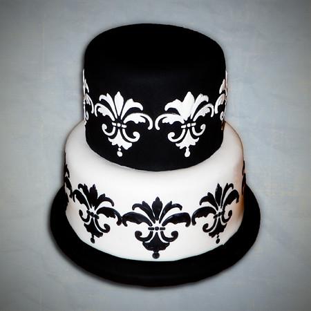 stencilroyalicingfondantblackweddingcake