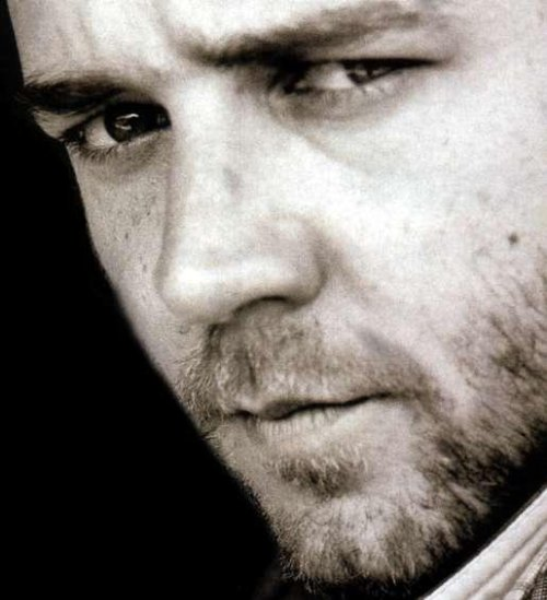 russell crowe close up