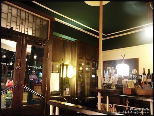 你拍攝的 Le Park Cafe|公園咖啡~店內一角。
