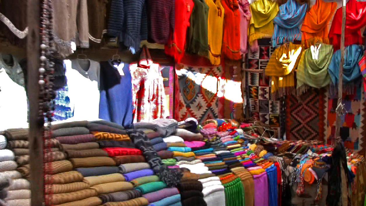 pisac-market-scarves.jpg