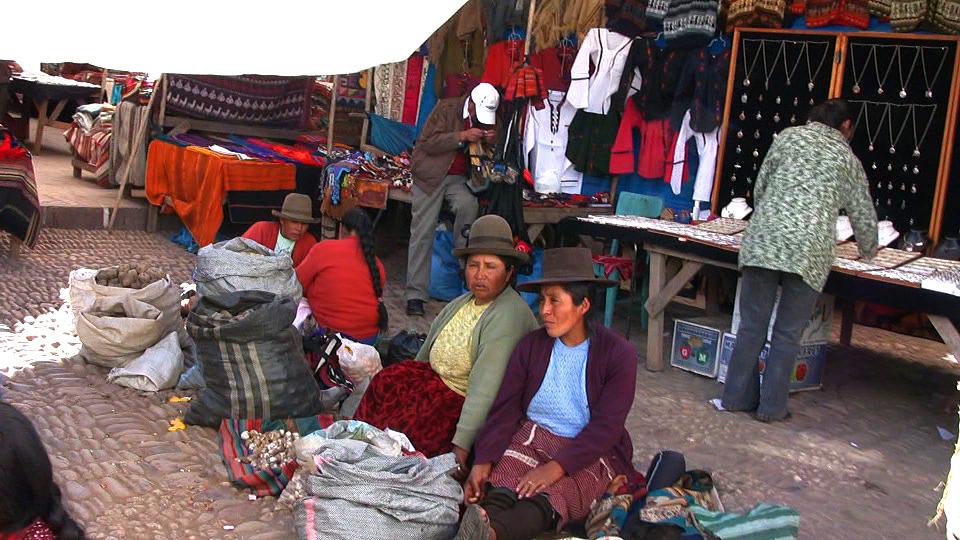 pisac-market-women-hats2.jpg