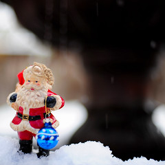 Santa in the sneaux (.I Travel East.) Tags: santa christmas xmas blue red white snow louisiana dof superb depthoffield batonrouge santaclaus depth lucio clause christmasball deepsouth batonrougelouisiana d700 havengillespie santainthesneaux
