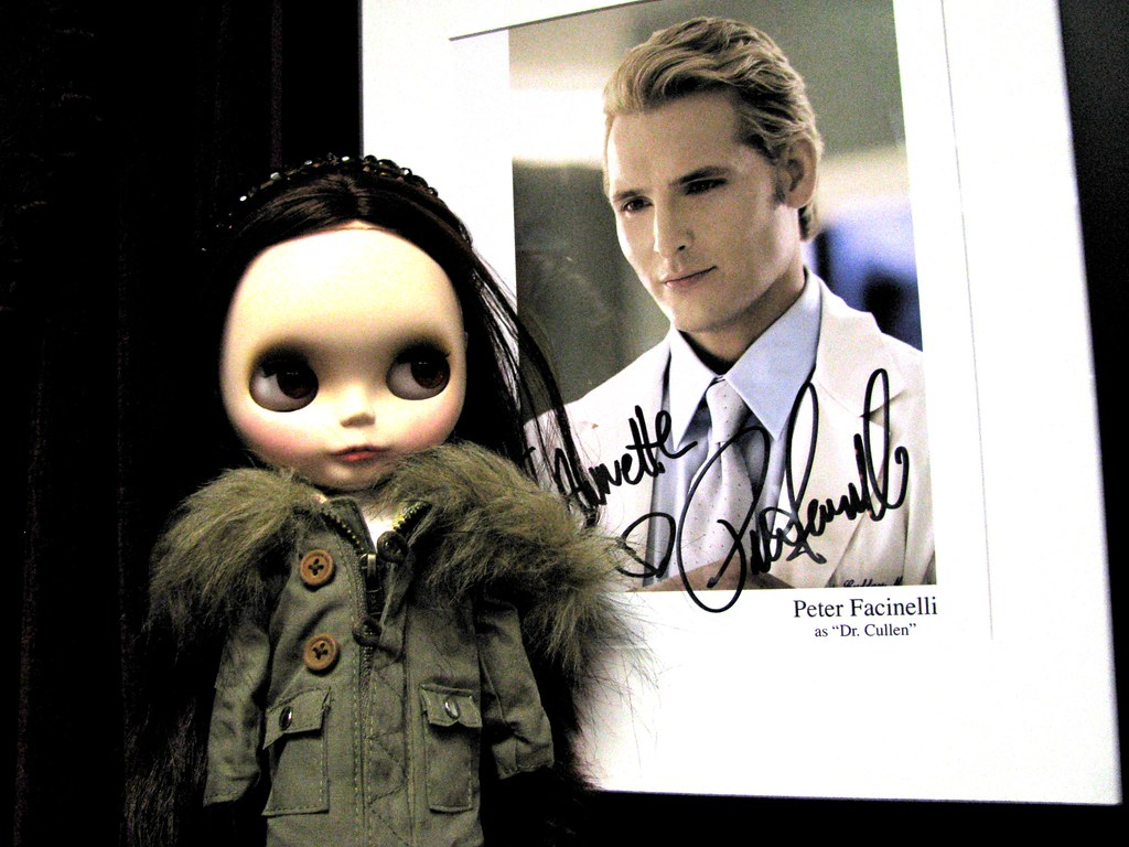 bella, peter autograph, dazzled by twilight store in forks, wa