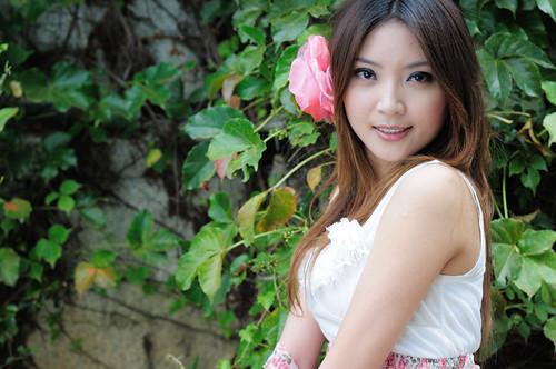 フリー画像| 人物写真| 女性ポートレイト| アジア女性| 花飾り|       フリー素材|
