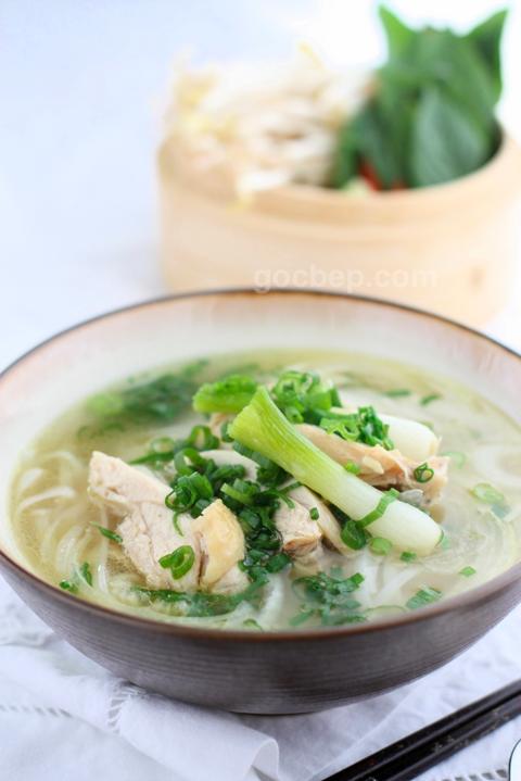 Vietnamese chicken noodle soup- Phở gà
