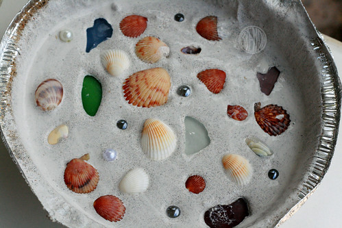 Broken Seashell Crafts http://alphamom.com/family-fun/crafts/sea-shell-mosaics/