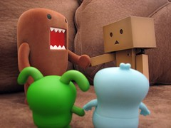Couch Agreement (willycoolpics.) Tags: ox domo p picnik uglydolls babo agreement danbo