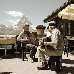 schwyzer örgeli @ sunnegga zermatt (Toni_V) Tags: mountains alps square restaurant schweiz switzerland suisse zermatt matterhorn alpen svizzera wallis 2009 valais sunnegga cervin d300 cervino capturenx toniv dsc1123 090813