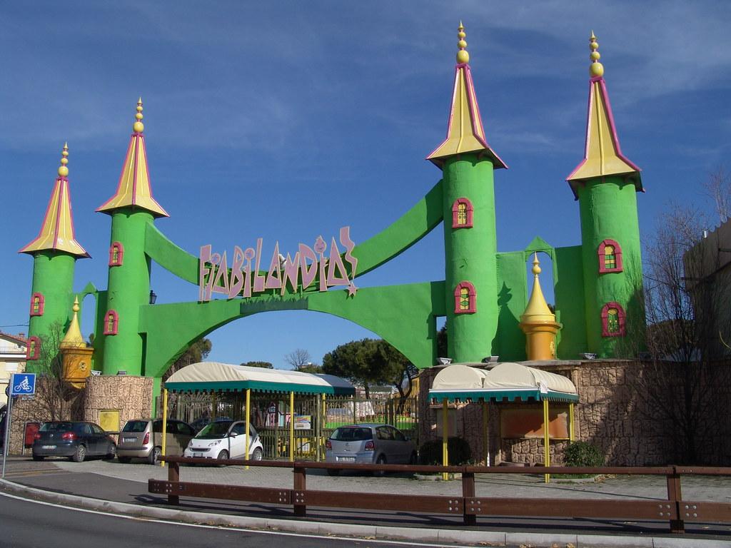 Parchi divertimento rimini offerte hotel per i parchi - Hotel rivazzurra con piscina ...
