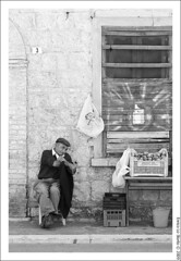 Fichi d'india - VENDESI (Enrico Lo Storto) Tags: life blackandwhite bw italy woman 3 photo blackwhite nikon flickr strada italia estate gente campagna spine d200 cassette campagne ritratto