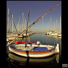 Physical Graffiti (m@®©ãǿ►ðȅtǭǹȁðǿr◄©) Tags: france port canon puerto boat barco sigma martigues physicalgraffiti provenzaalpescostaazul canoneos400ddigital m®©ãǿ►ðȅtǭǹȁðǿr◄© sigma10÷20mmexdc marcovianna puertodemartigues