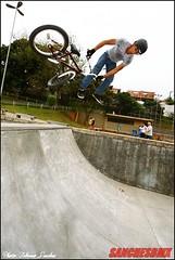 Rafael (BM) (F.sanchesbmx) Tags: street bike brasil canon bmx flat canon300d sopaulo dirt mtb