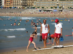 San Sebastin - Espaa (Been Around) Tags: espaa beach strand vacances spain europa europe niceshot travellers eu playa lifeguard espana sansebastian atlanticocean esp baywatch spanien donostia baskenland atlantik spania kursaal gipuzkoa sansebastin paysvasco playadelazurriola biskaya golfedegascogne concordians thisphotorocks worldtrekker visipix bauimage golfvonbiskaya