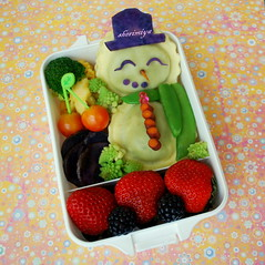 Snowman Ravioli Bento (sherimiya ) Tags: christmas school holiday cute fruits face lunch kid healthy snowman purple tomatoes sheri strawberries broccoli potato bento blackberries ravioli obento peapods sherimiya