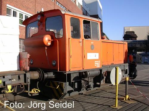 D-51465 Bergisch Gladbach Werklok Krauss-Maffei 18658/1959. M-Real Zanders 15.02.2008: Auf der Drehscheibe im Werk sonnt sich Lok 1.