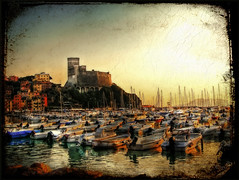 Il castello di Lerici (in eva vae) Tags: old sunset sea italy seascape castle art nature water boats dock warm eva italia liguria barche hdr textured lerici porticciolo tonemapping photomatrix inevavae