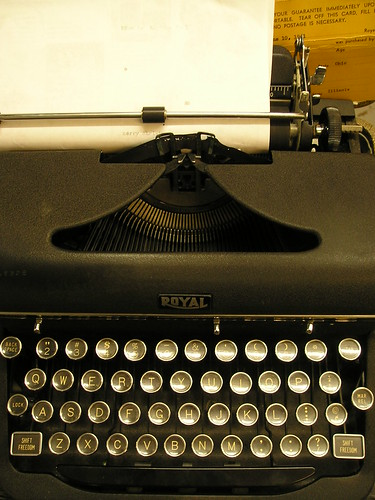"4:35 PM: Typewriter says ""merry christmas"""