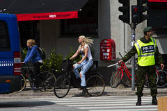 Protecting the Danish Cycling Girl (Mikael Colville-Andersen) Tags: bike bicycle copenhagen police zebracrossing hjemmevrnet cyclechic velopassioncc