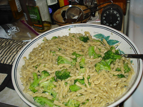 Pasta with blue cheese and broccoli sauce