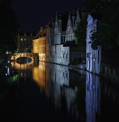 Brugge (mari27454 (Marialba Italia)) Tags: brugge ponte luci 1001nights acqua turismo antico notturna global canale palazzi belgio fotografa beautifulphoto indaco colorphotoaward hccity mirrorser flickrunitedaward theauthorsplaza