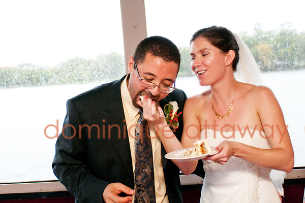 newly wed eating cake
